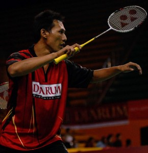 Sigit Budiarto former World Champion with his famous high grip wrap. Most Indonesian double players preferred this style.